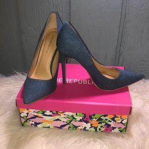Jean shoe republica Size 10 stilettos (NWT)